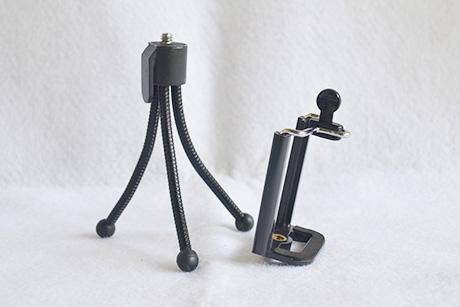 lepas holder U, maka tripod mini ini bisa digunakan untuk kamera digital